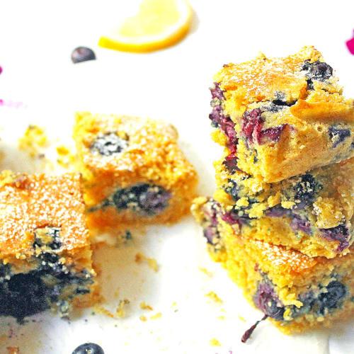 Torta di polenta con limone e mirtilli