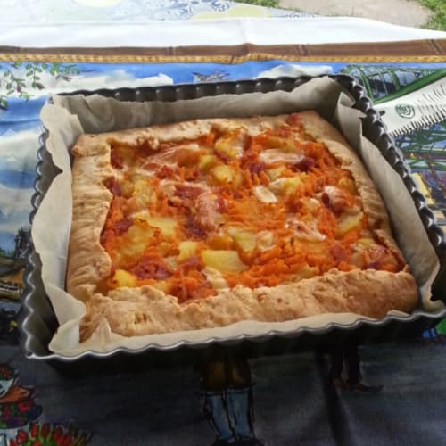 Rustic pie with pumpkin, potatoes, ham and cheese