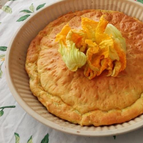 Pastel con flores de calabacín y queso