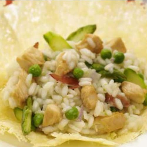 Risotto with chicken and vegetables in a cheese crust