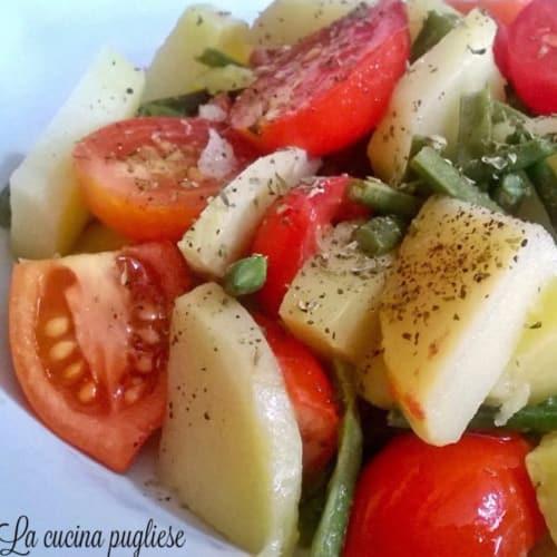 Insalata di patate fagiolini e pomodori