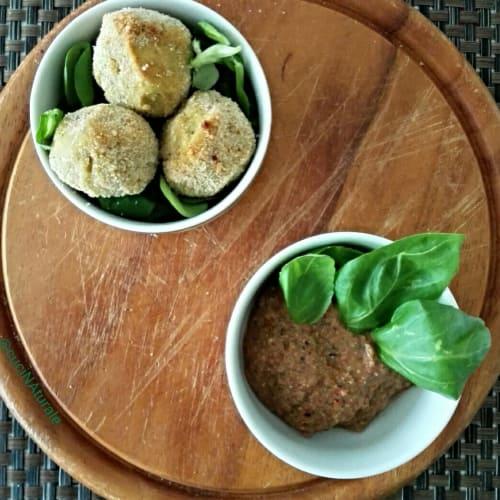 Falafel garbanzo cúrcuma y albahaca, servido con pesto de tomate