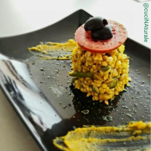 ensalada de cereales con calabaza cremosa y verduras ratatouille