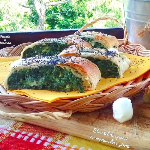 Strudel with spinach and mozzarella and pine nuts