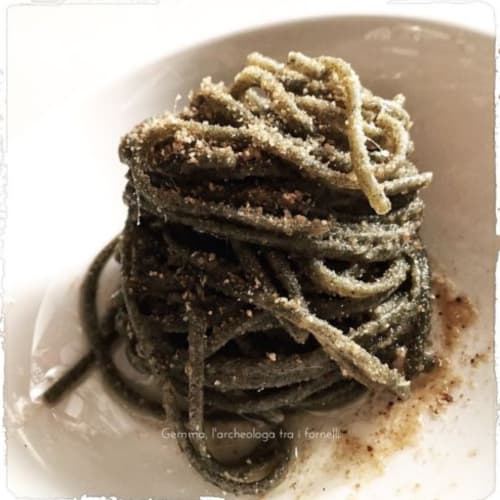 Nettle noodles with butter, anchovies and bread crumbs
