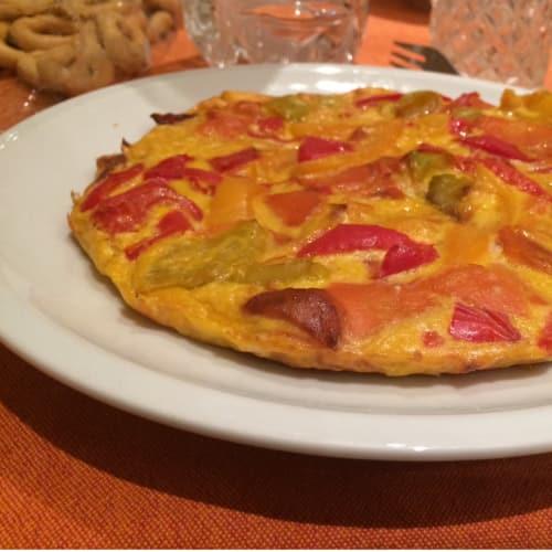 Tortilla con pimientos y zanahorias