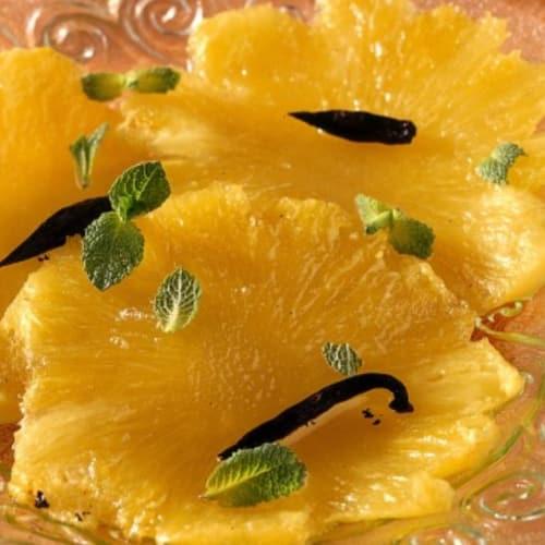 Carpaccio d'ananas aromatizzato alla vaniglia