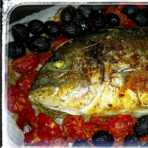 Sea bream baked with spices