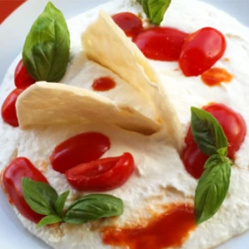Burrata con tomates cherry y pan plano