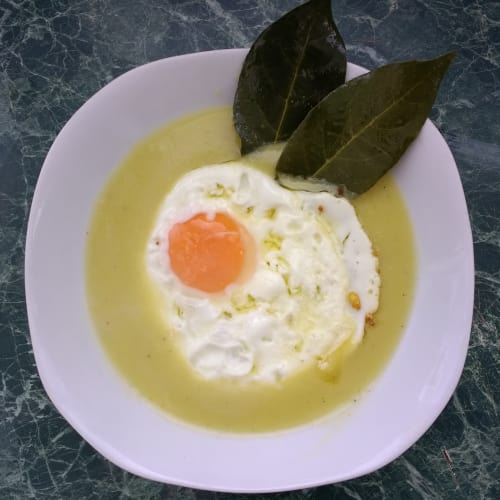 Potato and leek soup with ox-eye