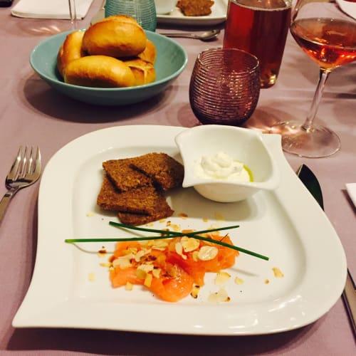 Crostini con mousse de salmón y queso