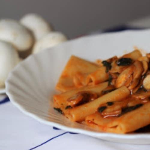 Paccheri con salsa de setas