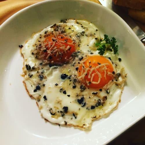 Huevos de ojo de buey con trufa