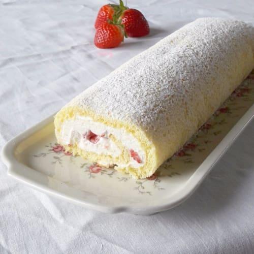 espectacular rollo con fresas y crema de mascarpone