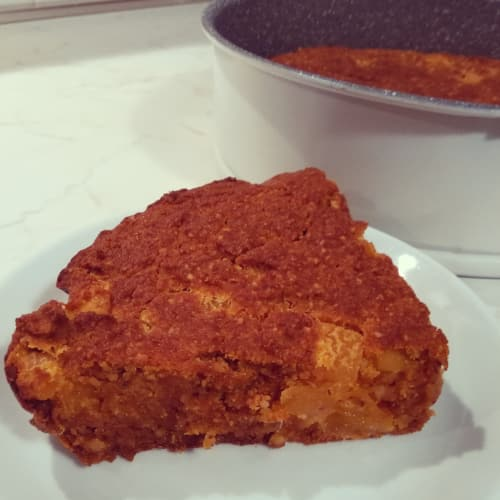 Torta de la almendra, zanahorias y albaricoques