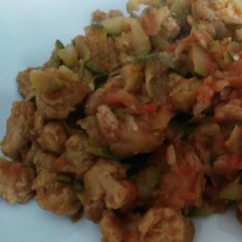 pepitas de soja con verduras salteadas