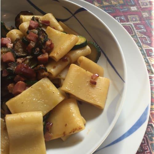 Mezze maniche zucchine e speck