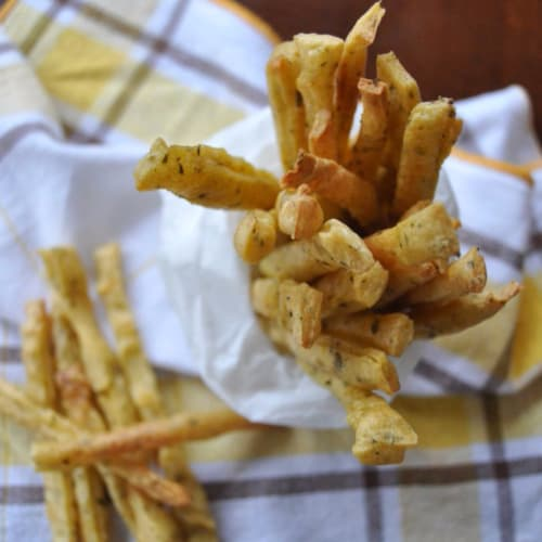 Chips with crispy chickpea flour with rosemary