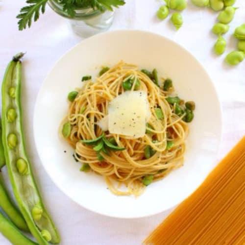 Spaghettini con habas y queso de oveja