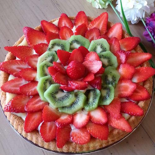 Torta de la fresa y kiwi