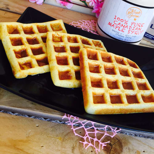 Waffel with maple syrup