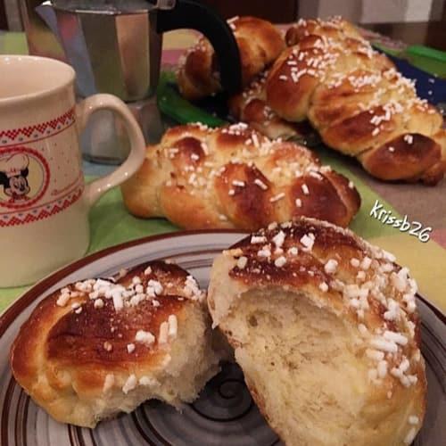 Treccine di pan brioche al limone senza burro