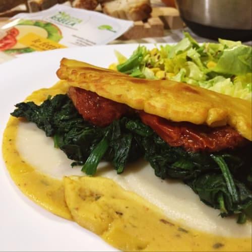Tortilla vegana de espinacas, tomates secados al sol y mozzarella arroz
