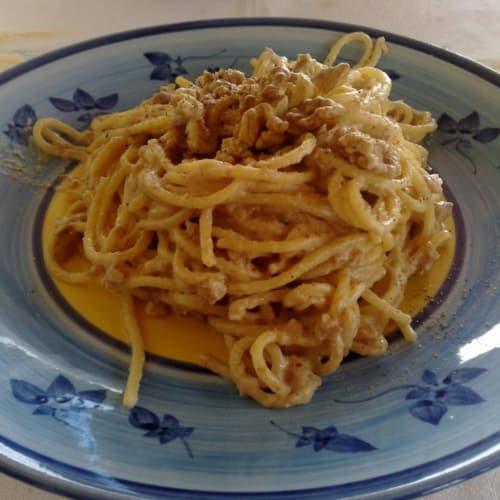Espaguetis con frutos secos y Filadelfia