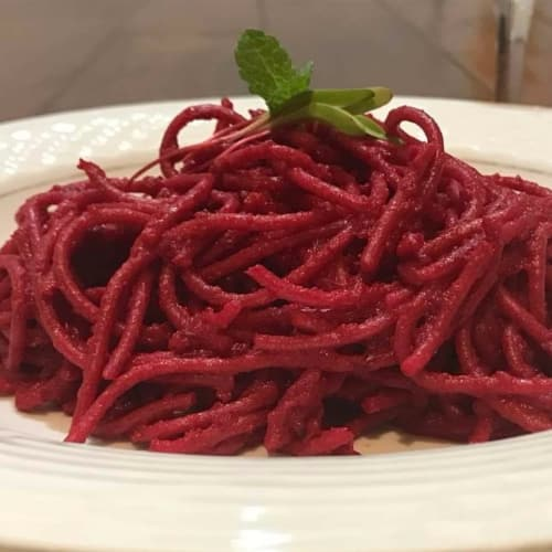 Spaghetti with beetroot sauce
