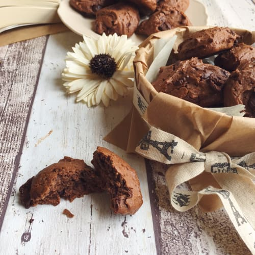 Chocolate semiproduced biscuits without eggs and butter