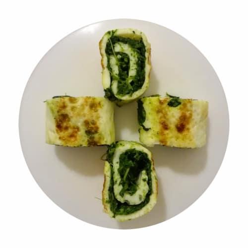 Rollos de clara de huevo y curry con brócoli y ricotta