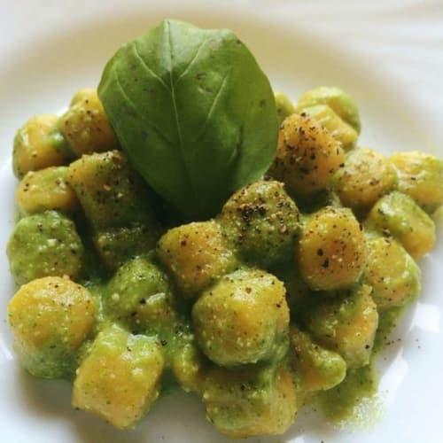 Ñoquis con calabacín veganos Pesto
