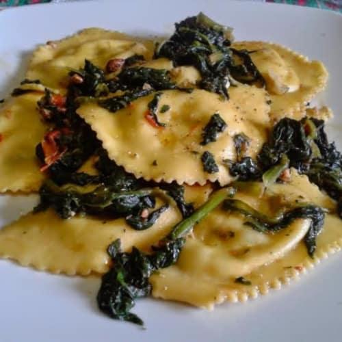 Ravioli ricotta e spinaci alle noci e olio tartufato