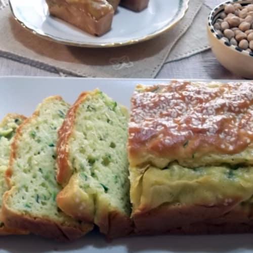 Torta del ciruelo salado con harina de garbanzos y el calabacín