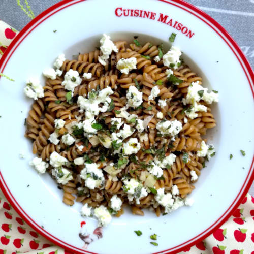 Trivellines with tapenade with crumbs of feta, mint and almonds
