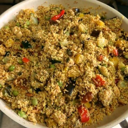 Cous cous con verduras, frutos secos, legumbres y especias