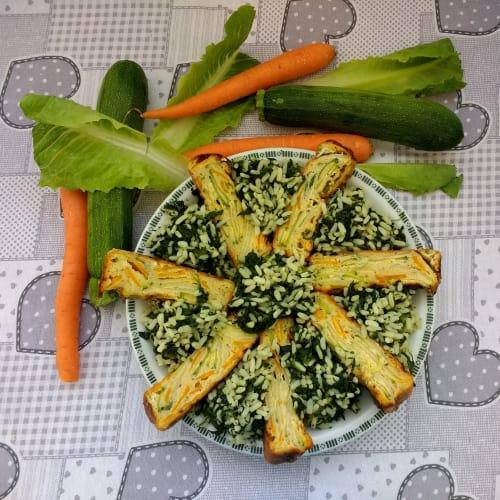 Arroz con espinacas y pastel de ciruela con verduras