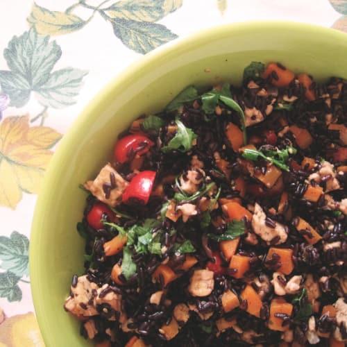Marinated rice salad and marinated tempeh