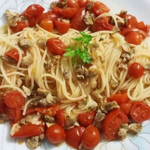 Spaghetti with Vongole and Pachino