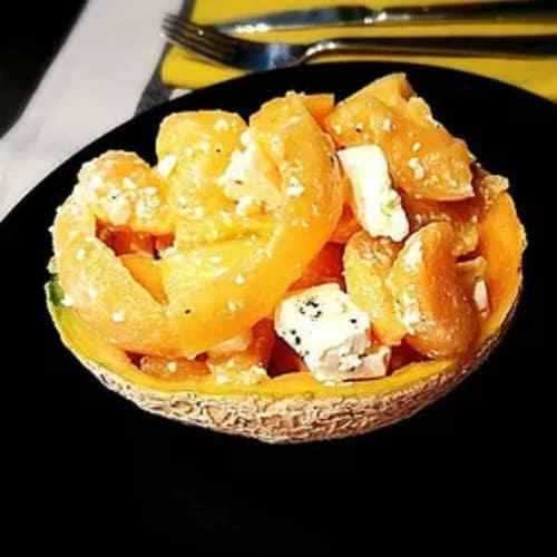 Melón rellena de queso Feta y cal