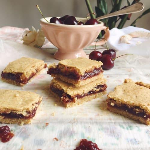 Lactose-free cherry pie cake