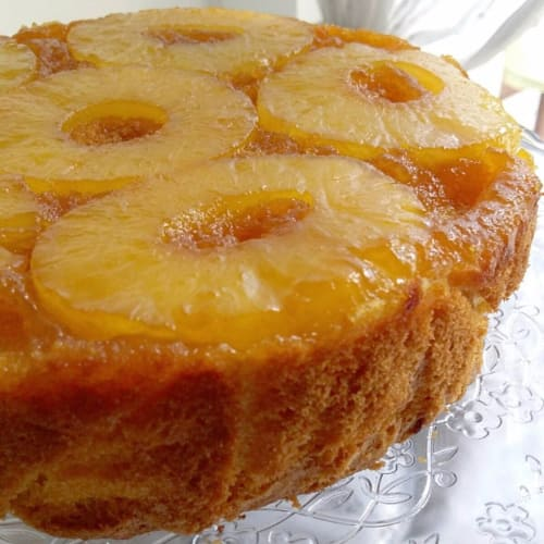 Cake reversed with pineapple