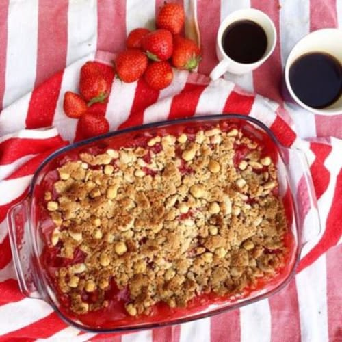Crumble of strawberries and rhubarb