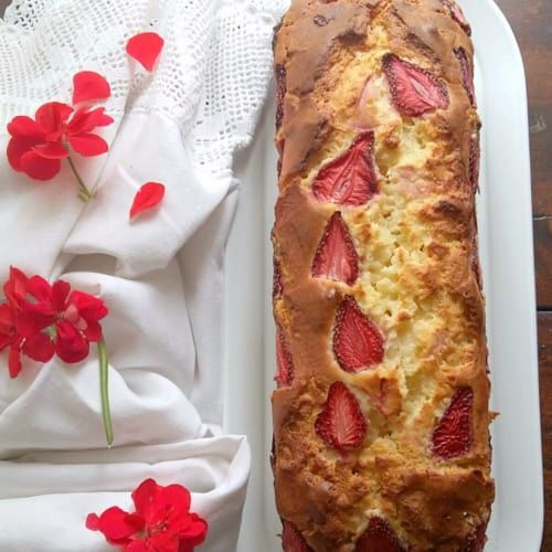 Plumcake ricotta and strawberries