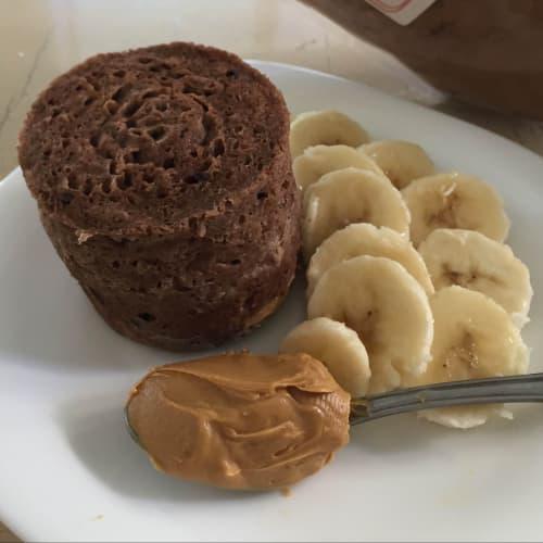 Bizcocho de taza sabor plátano con chocolate