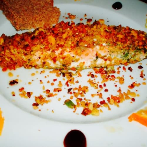 Salmone in crosta di erbe
