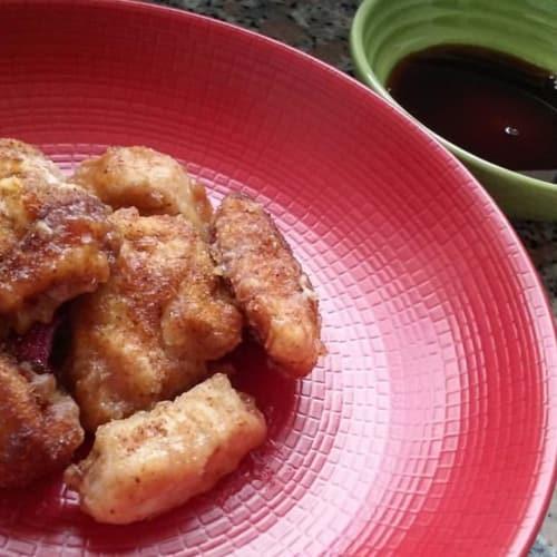 pechuga de pollo con fritas, con sabor a miel y salsa de soja