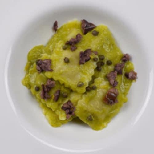 Mozzarisella y calabacín ravioli con salsa de puerros, alcaparras, aceitunas