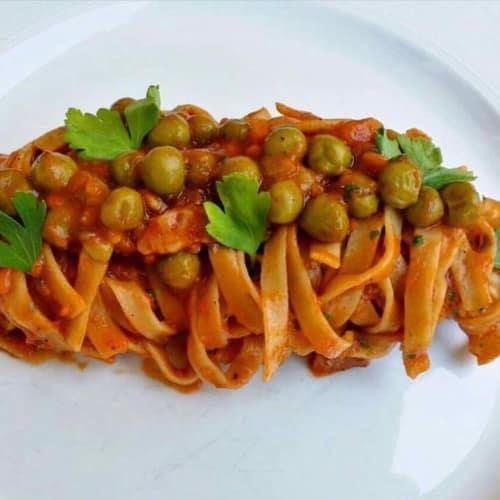 Tallarines con salsa sabrosa