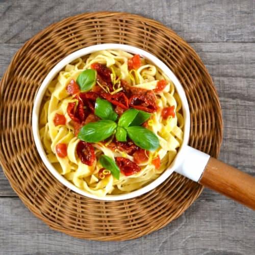 Fettuccine di pasta fresca ai due pomodori